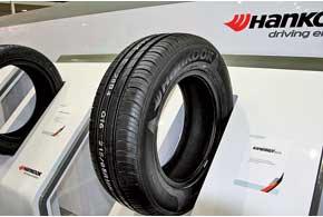 Шины на выставке были представлены весьма скудно. Зато Hankook показала сразу две новинки: зимнюю фрикционную покрышку i*cept iZ и летнюю модель Kinergy Eco.