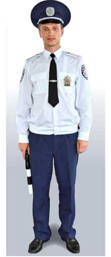 Сотрудников спецподразделения ГАИ (бывшая «Кобра») отличают белая рубашка и темно-синяя фуражка на голове.