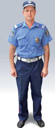 Инспекторы дорожно-патрульной службы (ДПС) ГАИ одеты вформу синего цвета
