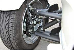 Передняя подвеска – на двойных А-образных рычагах со стабилизатором поперечной устойчивости.