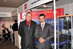 Владислав Бубнов (слева) и Януш Сичек, директор «Авто-Газ Центрум» (справа) – постоянные участники выставок, посвященных сжатому и сжиженному газу и оборудованию в этой отрасли.