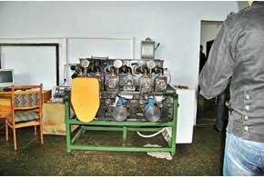 Помпа системы охлаждения должна выдержать на этом стенде 600 часов непрерывной работы – тогда ее одобрят к производству.