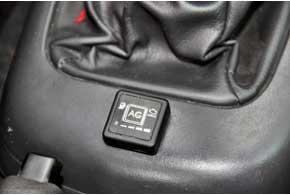 Кнопка управления, помимо индикатора наполнения газового баллона, имеет индикатор неисправности газобаллонного оборудования.