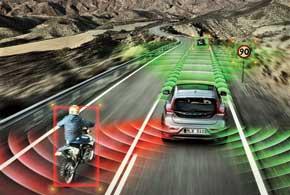 Volvo самостоятельно поддерживает скорость и дистанцию, контролирует соблюдение рядности, информирует о дорожных знаках и помехах вмертвых зонах.
