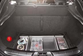 Пол багажника легко убирается, увеличивая глубину отсека (1)