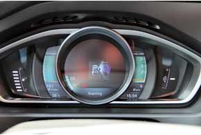 Если ультразвуковые датчики находят место, минимум в 1,2 раза превышающее длину авто, они дают водителю команду на параллельную парковку. Ему остается переключать передачи и контролировать скорость.