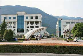 Летом 1999-го в г. Нинбо началось строительство нового завода, а спустя некоторое время в г. Линхе вырос современный научно-исследовательский центр.