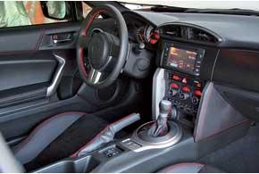 Cидя за рулем Toyota, не совсем привычно слышать хриплый стрекот «оппозитника» и ощущать жесткость хода, знакомые по моделям Subaru.