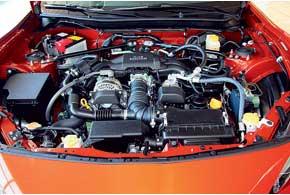 Оппозитный мотор от Subaru– 4-цилиндровый, 2,0 л. Вклад Toyota– комбинированный впрыск топлива (распределенный и непосредственный).