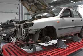 Страховщики предпочитают оплачивать ремонт после ДТП на фирменных или специализированных СТО по кузовному ремонту.