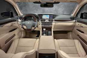Салон Lexus LS отличается высоким уровнем кормфорта и лучшими отделочными материалами.