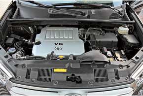 Highlander можно приобрести только с 3,5-литровой V-образной «шестеркой» мощностью 273 л.с. и5-ступенчатой автоматической трансмиссией.