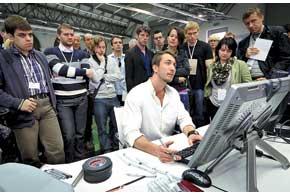 Есть в многонациональной команде Йозефа Кабана инаш соотечественник – дизайнер поинтерьерам Максим Шкиндер.