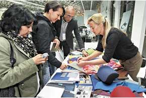 Красками, лаками и всевозможными отделочными материалами занимается специальный отдел, который взаимодействует с маркетологами: ведь для разных стран цветовая гамма и пластики могут быть разными– в зависимости от предпочтений того или иного рынка.