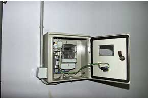 Для учета потребленной энергии каждая машина заряжается отсвоей розетки с персональным счетчиком.