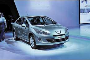 Модель, специально предназначенная для рынков СНГ,– Peugeot408. При длине 4703 мм багажник вмещает 560 л.  В Украине начнет продаваться с конца октября.