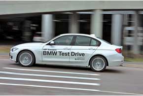 Помимо обычных машин BMW 3 Series доступен также в трех линиях отделки – Sport Line, Modern Line и, как наша, в Luxury Line.