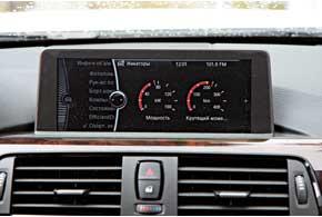 На экран с высоким разрешением можно вывести показатели того, сколько двигатель отдает мощности и крутящего момента. Боковые камеры здорово помогают при выездах со дворов или из-за припаркованных машин. Высунул передок и огляделся по сторонам. Тут же можно и телевизор посмотреть.