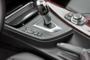 Для всех двигателей BMW 3 Series предусмотрен переключатель режимов вождения: ECO PRO, Comfort, Sport иSport+.