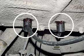 Патрубки вентиляции имеют срезы, которые необходимо направить вразные стороны – для лучшей вентиляции короба мультиклапана.