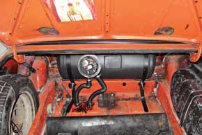 Ось мультиклапана должна располагаться под углом 30° кгоризонтали. Места, где делались отверстия в кузове, нужно обработать антикором.