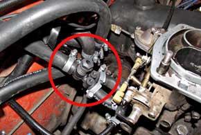 Дозатор подачи газа к двум камерам карбюратора имеет регулировочный винт, который позволяет настроить оптимальный расход газа.