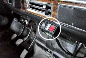 Пульт управления ГБО имет два переключателя ииндикатор полноты бака. Один переключатель– «газ–нейтраль–бензин», другой– «подсос» газа.
