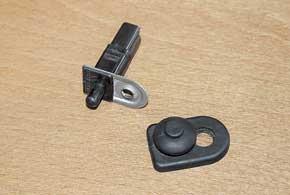 Теряющиеся резиновые колпачки дверных выключателей Carisma приводят к засорению контактов и проблемам с освещением.