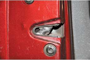 У Octavia также отмечены проблемы с концевиками, но они более серьезные – эти детали со временем могут отказать, а они встроены в дверные замки.