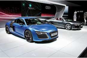 Главными шоу-стопперами стенда Audi стали обновленные R8Coupe и R8Spyder.