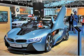 Гибридный концепт BMW i8 Spyder стал третьим представителем семейства i.