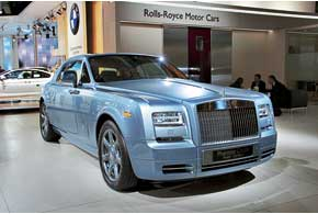 Rolls-Royce Phantom Coupe Aviator прибыл с конкурса красоты в Пеббл-Бич.