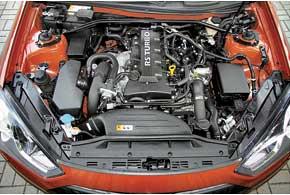 Из-за небольшого спроса и высокой цены Genesis Coupe с 3,8-литровым V6 вУкраине не предлагают. Рядная «турбочетверка» 2,0 л – прямой родственник двигателя Mitsubishi Lancer Evolution, стала ощутимо мощнее и тяговитее.