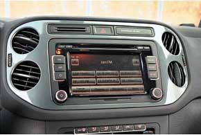 Мультимедийная система в Tiguan Sport&Style опциональная– RCD510– с экраном тачскрин стоимостью2592грн.