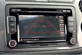 На цветной дисплей RCD 510 выводится изображение с камеры заднего вида. Встроенная в данное устройство навигация – за доплату в 20261 грн.