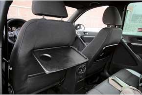 В Sport&Style кресла спортивнее, сдлинной подушкой и хорошей боковой поддержкой, а в спинках – небольшие столики икарманы.