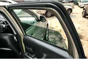 Задние стеклоподъемники надорестайлинговых авто (до2011г.) могут подклинивать. Причина– износ направляющих. Дляих восстановления есть специальный ремкомплект.