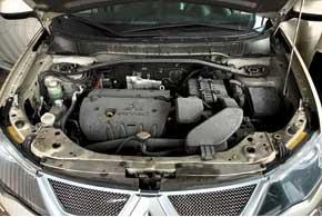 Наиболее распространены Outlander XL с двумя бензиновыми моторами – 2,4и3,0л. Базовые версии с 2,0-литровым агрегатом наименее популярны.