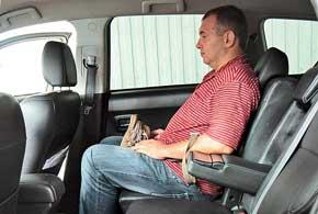 Важное преимущество по сравнению с предшественником – задние сиденья Outlander XL имеют сдвижную конструкцию (их можно сдвигать назад/вперед). Как и ранее, угол наклона спинок кресел регулируется в широком диапазоне.