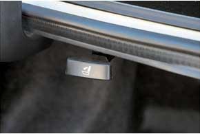 Интересная особенность Civic: ручки складывания спинок задних сидений расположены в багажнике.