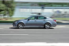 Электроника GS 350 AWD взависимости отдорожных условий и поведения авто распределяет момент между осями в диапазоне от 20:80 до 50:50.