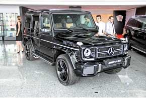 544-сильный Mercedes-Benz G63AMG разгоняется до «сотни» за 5,4с, а максимальная скорость ограничена отметкой 210 км/ч.