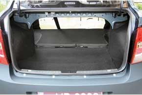 Багажник в 480 литров – огромный для В-класса и неплохой для С-класса. Спинка заднего сиденья в отличие от «классики» складывается. Хотя в «Стандарте» она цельная, в более дорогих комплектациях состоит из двух частей.