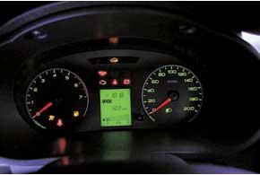 Приборный щиток – без указателя температуры ОЖ. Показания уровня топлива нечеткие – меняются на подъемах испусках.
