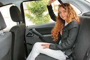 На заднем ряду просторно. Пассажиры невысокого роста могут ощутить себя, как в авто представительского класса.