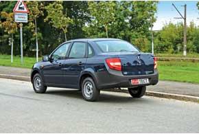 Неокрашенные бамперы портят внешний вид машины, зато повреждения на них заметны гораздо меньше.