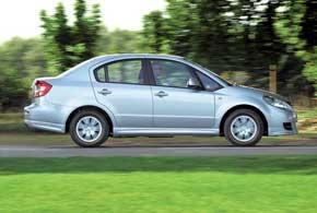 Автомобили с практичным 4-дверным кузовом седан встречаются заметно реже получивших куда большую популярность 5-дверных хэтчбеков.