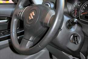 Дорогие версии GLX в стандарте оборудовались системой бесключевого доступа в салон ипуска двигателя.