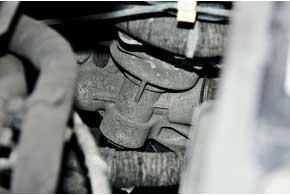 Слабое место рулевого с электроусилителем до 2008 года – втулка рейки справой стороны, она могла прийти внегодность уже через 50 тыс. км.