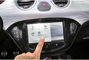 Для большинства дело не ограничивается возможностью подключить смартфон через Bluetooth. Все как один стремительно развивают способности HMI (HumanMachine Interface). Теперь вы можете задавать своему автомобилю вопросы и получать исчерпывающие ответы о маршруте следования, погоде, сервисах в пути и так далее.
